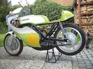 Kawasaki--H-1-R-ist-da-016.jpg (124457 Byte)