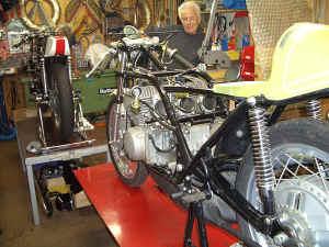 Kawasaki--H-1-R-ist-da-030.jpg (106619 Byte)