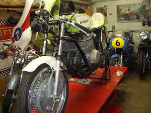 Kawasaki--H-1-R-ist-da-033.jpg (98382 Byte)