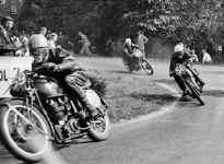 wegraces-1952.jpg (106979 Byte)