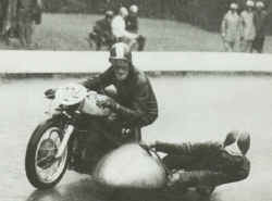 1957-erste-Strassenrennen.jpg (49326 Byte)