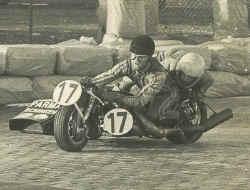 http://www.classic-motorrad.de/db/Ente/web/Stiddien-Bader-76-14.jpg (47856 Byte)