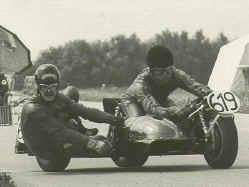 http://www.classic-motorrad.de/db/Ente/web/Stiddien-Bader-Saison-75-1r.jpg (32726 Byte)