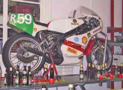 http://www.classic-motorrad.de/db/FJS/Bilder/FJS-r69-fete.jpg (43697 Byte)