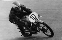 http://www.classic-motorrad.de/db/FJS/Bilder/FJS-racehistorie05.jpg (59691 Byte)