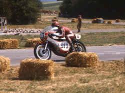 http://www.classic-motorrad.de/db/FJS/Bilder/FJS-racehistorie08.jpg (63996 Byte)