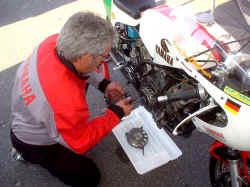 http://www.classic-motorrad.de/db/FJS/Bilder/fjs-kupplungsprob.jpg (30254 Byte)