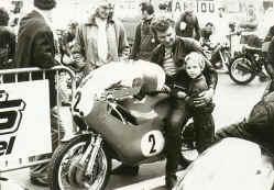 http://www.classic-motorrad.de/db/Florin/Kurt-Florin-Nuerburgring.jpg (39248 Byte)