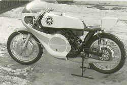 http://www.classic-motorrad.de/db/Frohnmeyer/Yamaha-TD3.jpg (30318 Byte)