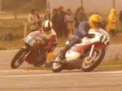 http://www.classic-motorrad.de/db/Hiller-Ernst/E-Hiller-Yamaha350.jpg (21602 Byte)