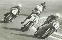 http://www.classic-motorrad.de/db/Hiller-Ernst/Kawa-500-71.jpg (27311 Byte)