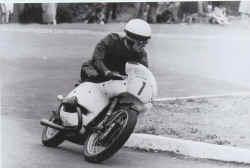 http://www.classic-motorrad.de/db/Hiller-Ernst/ernst-hiller-bmw.jpg (22068 Byte)