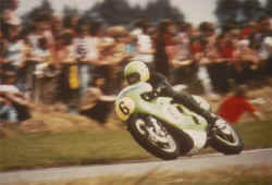 http://www.classic-motorrad.de/db/Hiller-R/R-Hiller-Kawa-H1R-74-Assen-.jpg (20350 Byte)