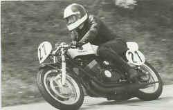 http://www.classic-motorrad.de/db/Hiller-R/R-Hiller-Yamaha-TR3-350.jpg (25883 Byte)