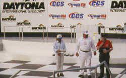 http://www.classic-motorrad.de/db/Hoffmann/Daytona-2000-Sieg.jpg (21174 Byte)
