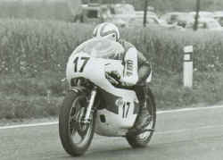 http://www.classic-motorrad.de/db/Hoffmann/Jicin75-TZ350A.jpg (20230 Byte)