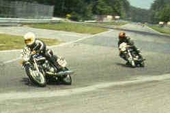 http://www.classic-motorrad.de/db/Hoffmann/Zuvi-Hock-74-250Suzuki-1Pl.jpg (26266 Byte)