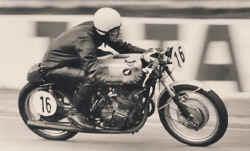 1970-honda305-3pl.jpg (46661 Byte)