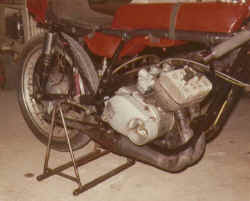 1973-erste-Rennmaschine-n-s.jpg (28190 Byte)