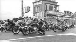 http://www.classic-motorrad.de/db/Rainer-Marschallek/start_schleiz87.jpg (17095 Byte)