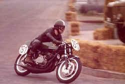 http://www.classic-motorrad.de/db/Scheibe/1973 1 Rennen.jpg (34443 Byte)