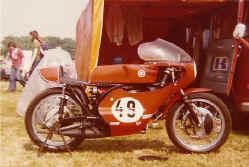 http://www.classic-motorrad.de/db/Scheibe/1974 TR2 in NL.jpg (52139 Byte)