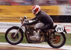 http://www.classic-motorrad.de/db/Scheibe/BSA Métisse.jpg (43541 Byte)