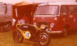 http://www.classic-motorrad.de/db/Scheibe/Rennwagen.jpg (34746 Byte)