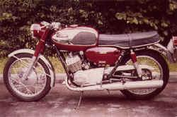 1969-yamaha-yds3-1.jpg (73644 Byte)