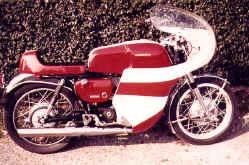 1969-yamaha-yds3-umbau.jpg (116613 Byte)
