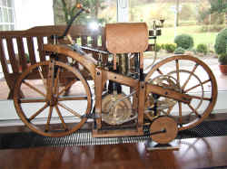 Wolz-Daimler-Reitwagen-1885.jpg (85979 Byte)