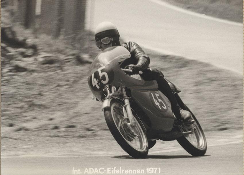 http://www.classic-motorrad.de/db/karl-heinz-sondergeld/bilder-db/1971-sondergeld-nuerburgring-maico-eifelrennen.jpg (79766 Byte)