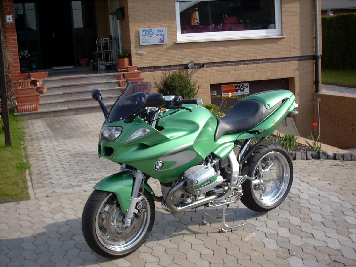 Meine Fallert BMW...schön, laubfroschgrün aber lahm........