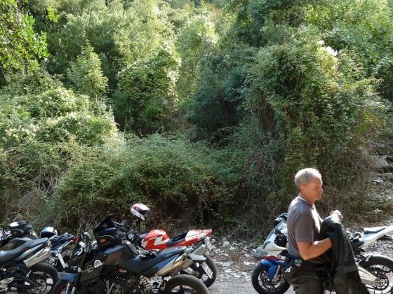 Pause in Sardinien...man beachte den VeRa Tankaufkleber auf meinem Bike.!!!!