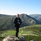 Auf einer Nurargen-Spitze...und ich bin doch so schwindelig....hinter mir geht es ca. 40m runter....soviel Mut..und dabei noch lächeln...