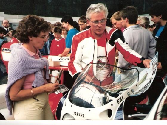 Adi Ohligschläger mit Frau Anita....Im Hangar nach dem Beschleunigungsrennen.