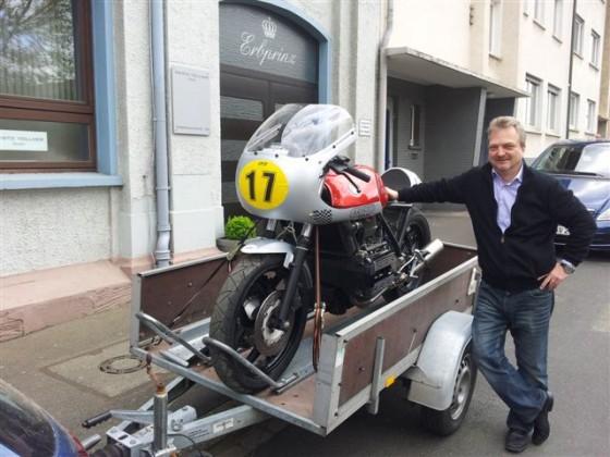 BMW K 75 RS  Startnummer 17 in der Klassik Trophy und Erbauer Hansjörg Vollmer