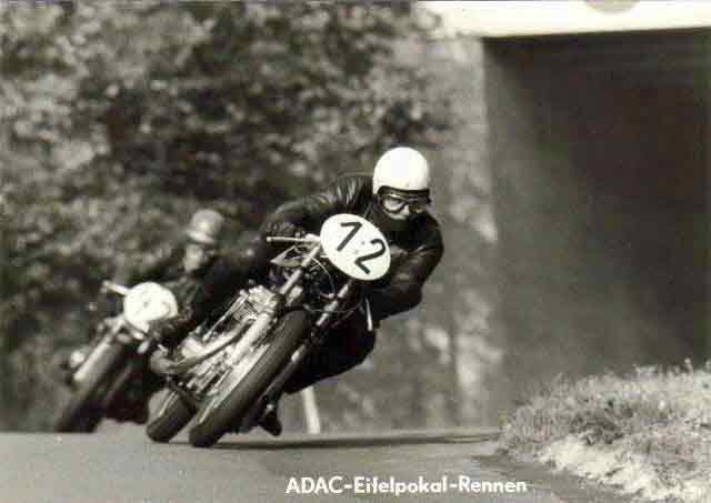 Claudio de Ceola vor Stocksiefen - Eifelpokal-Rennen-Nürburgring - Honda 485ccm