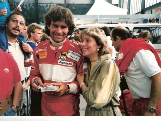 Christian Danner mit Jutta Ohligschläger.....Christian Danner hatte gerade vorher das Beschleunigungsrennen gegen 2 Motorräder verloren.