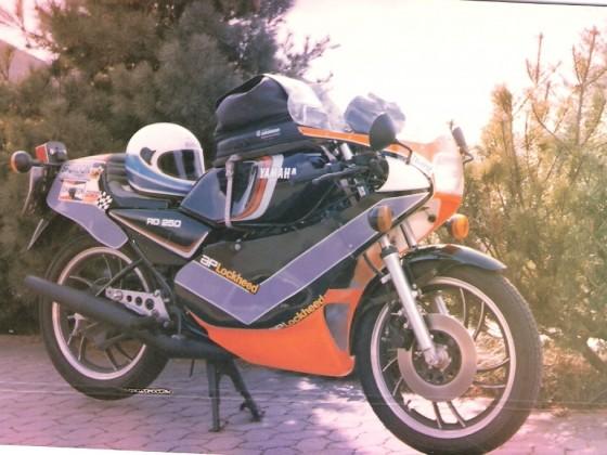 Meine schöne lila-rot-schwarze Yamaha 250 LC....wenn ich die nochmal hätte....