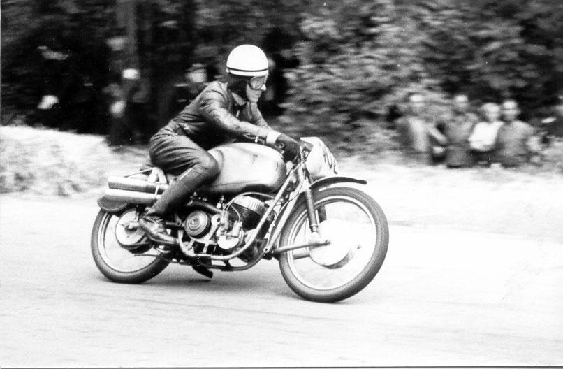 verrücktes bergrennen motorrad