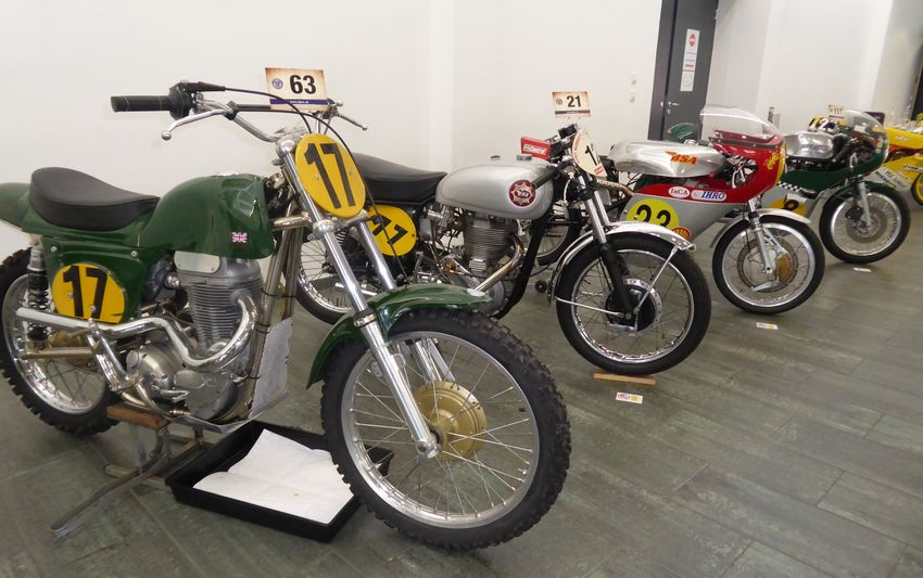 012 im Foyer Sportmotorraeder Matchless Metisse MC BSA Gold Star Clubman BSA Seeley Gold Star Tickle Weslake Racer